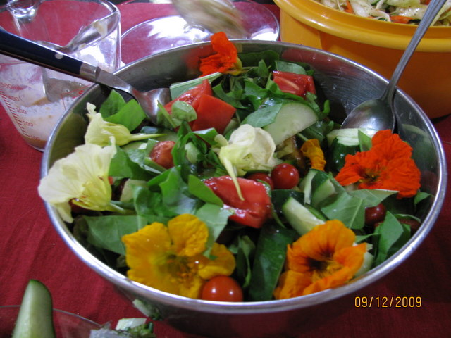 tomato and flower salad