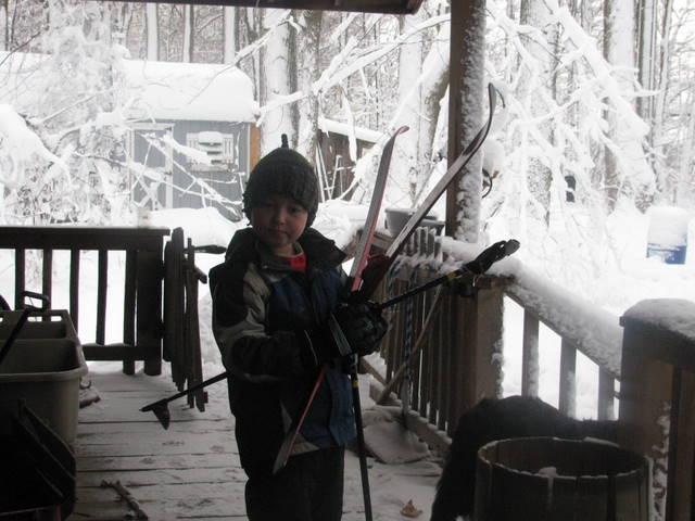 Noah skis
